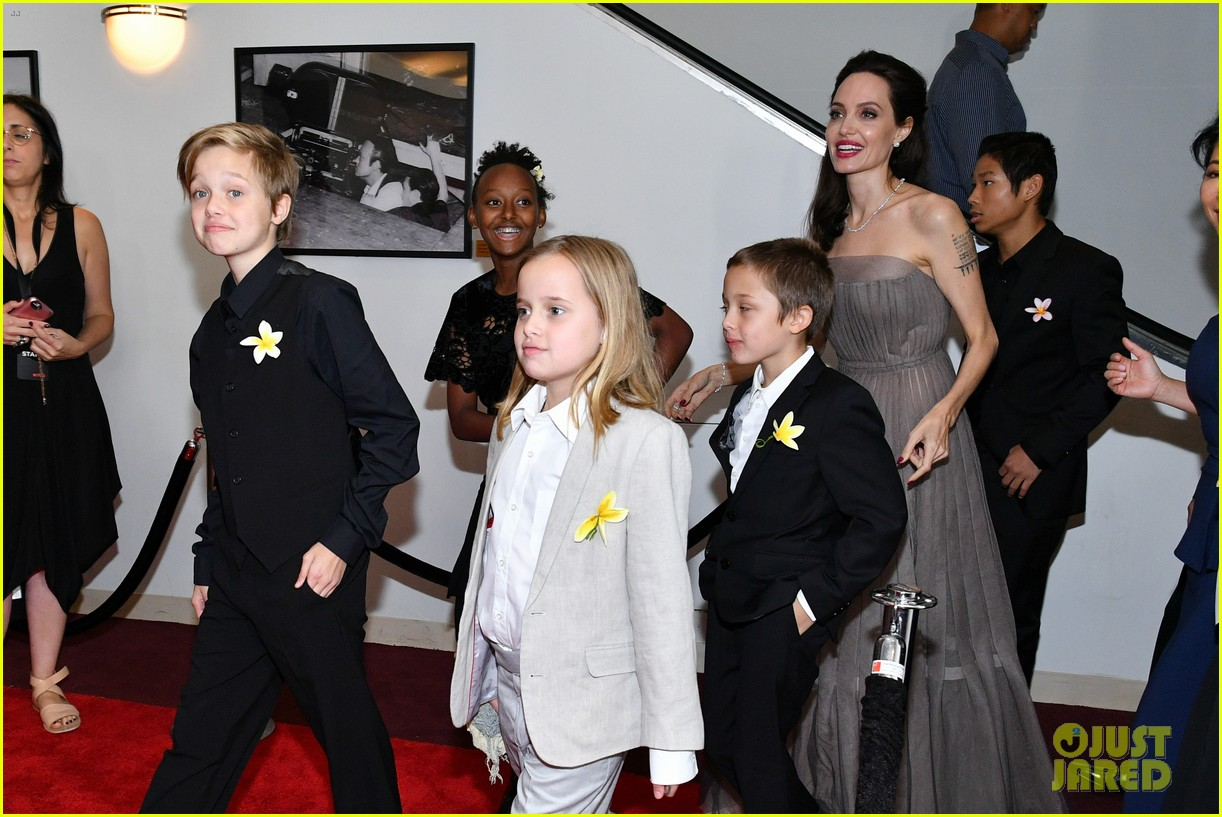 angelina jolie with her kids 09