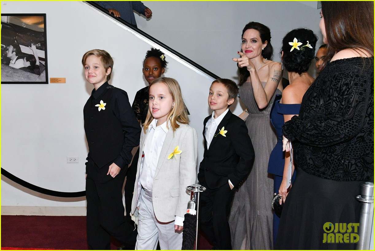 angelina jolie with her kids 104317725