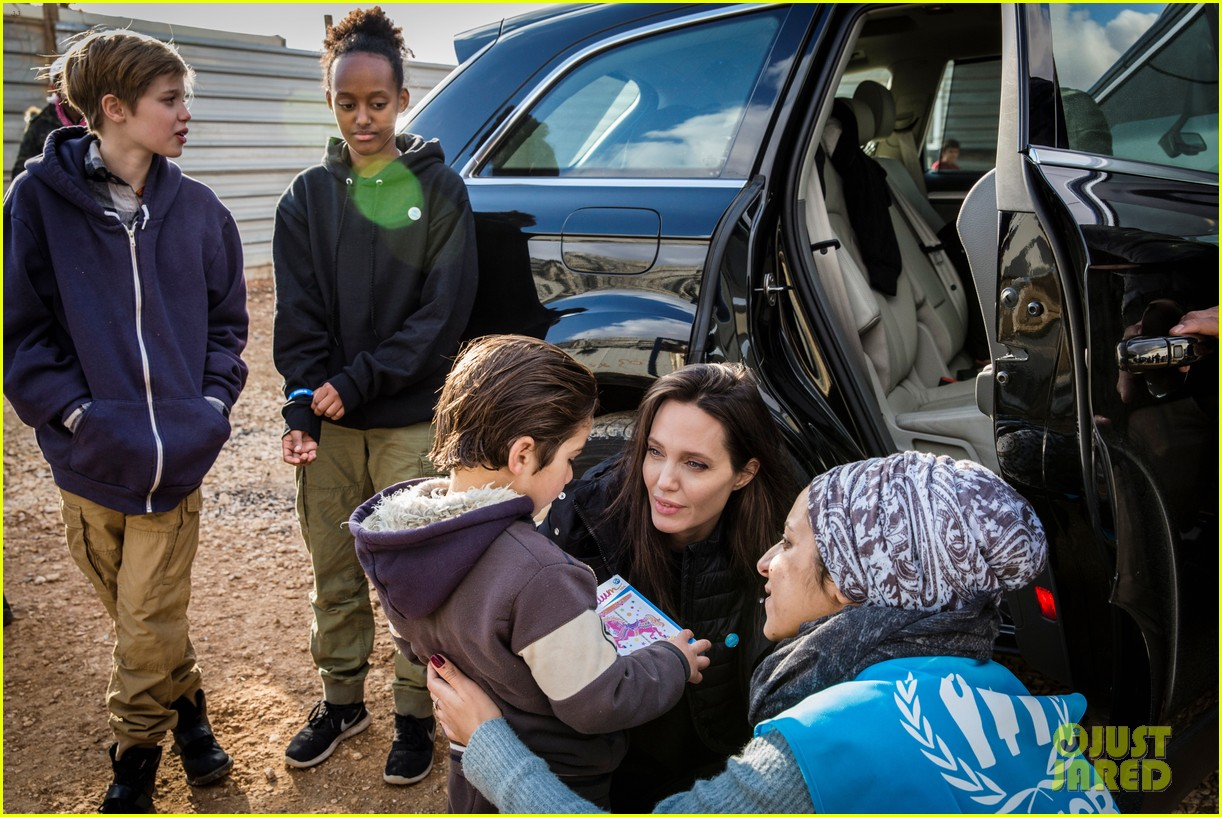angelina jolie with her kids 14