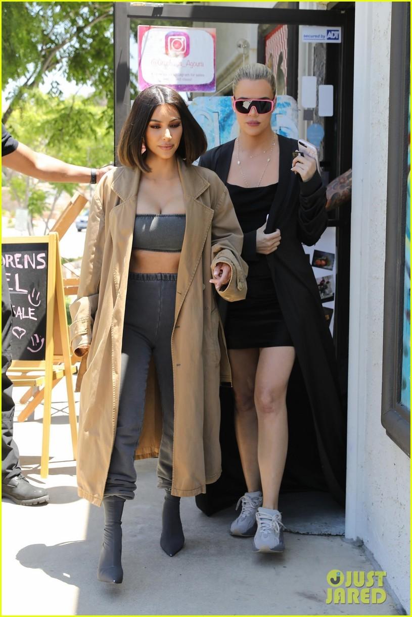 kim and khloe kardashian visit art supply store in la 044320151