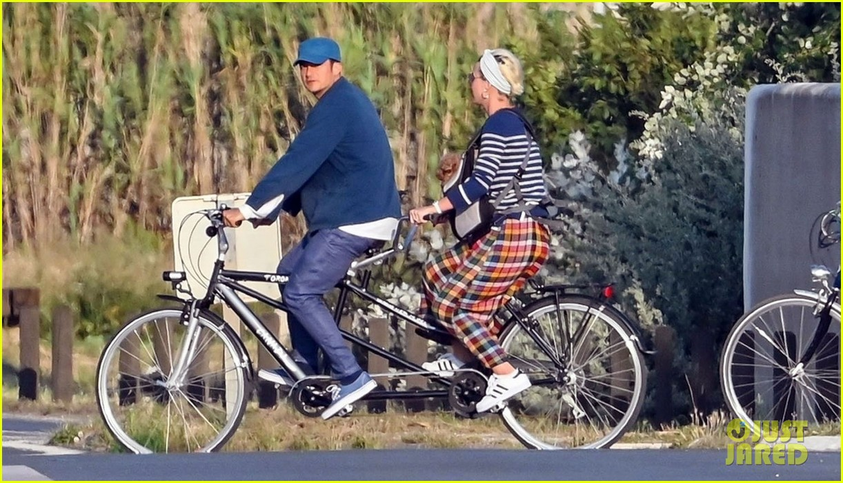 katy perry orlando bloom bike ride in france 04