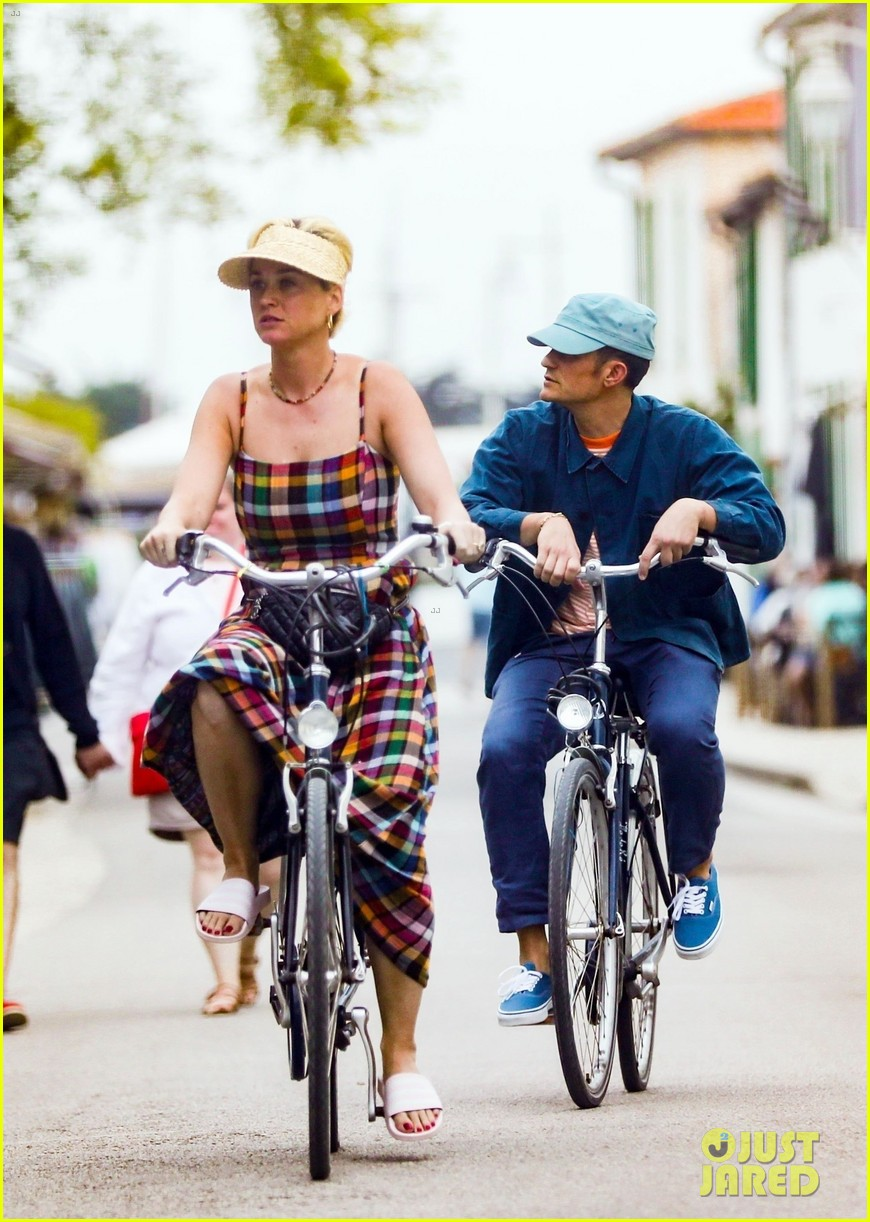 katy perry orlando bloom bike ride in france 05
