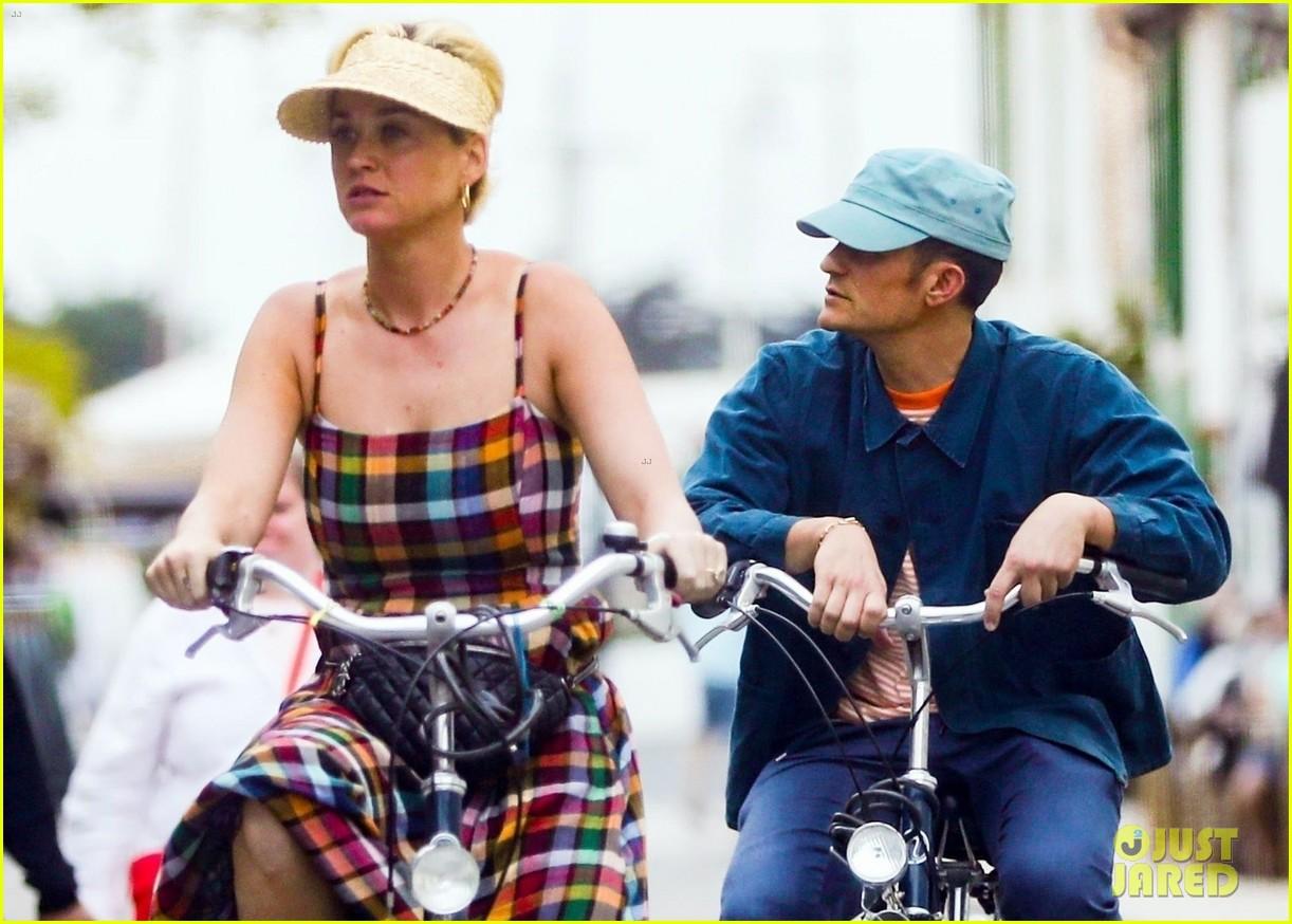 katy perry orlando bloom bike ride in france 10