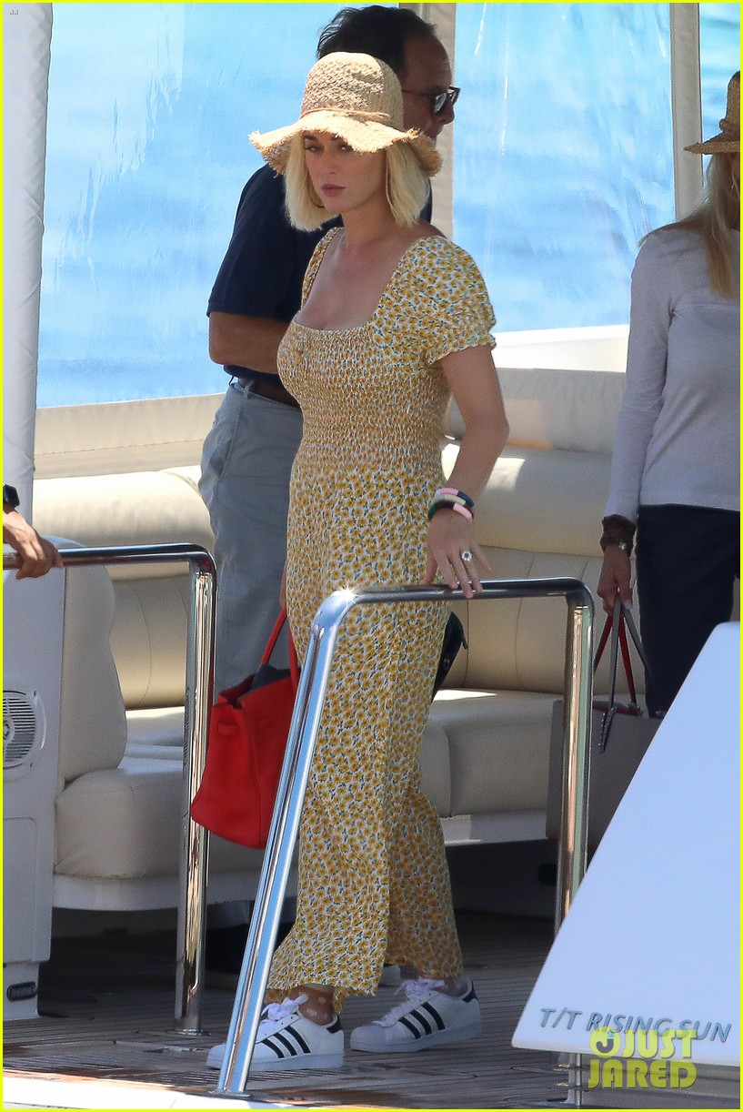 katy perry hops off her yacht for day out in ibiza 03
