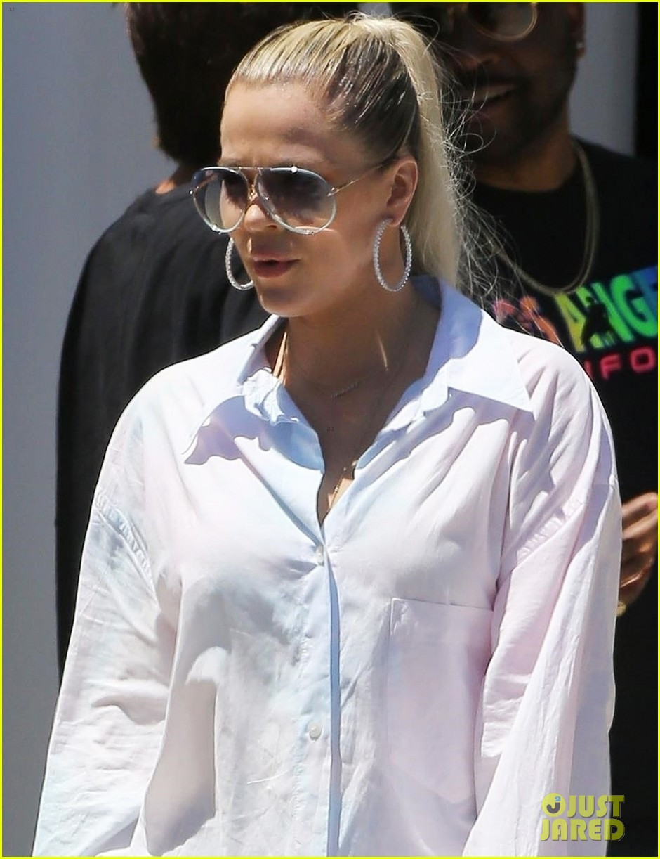 kim khloe kardashian step out for kanye west sunday service 064322029