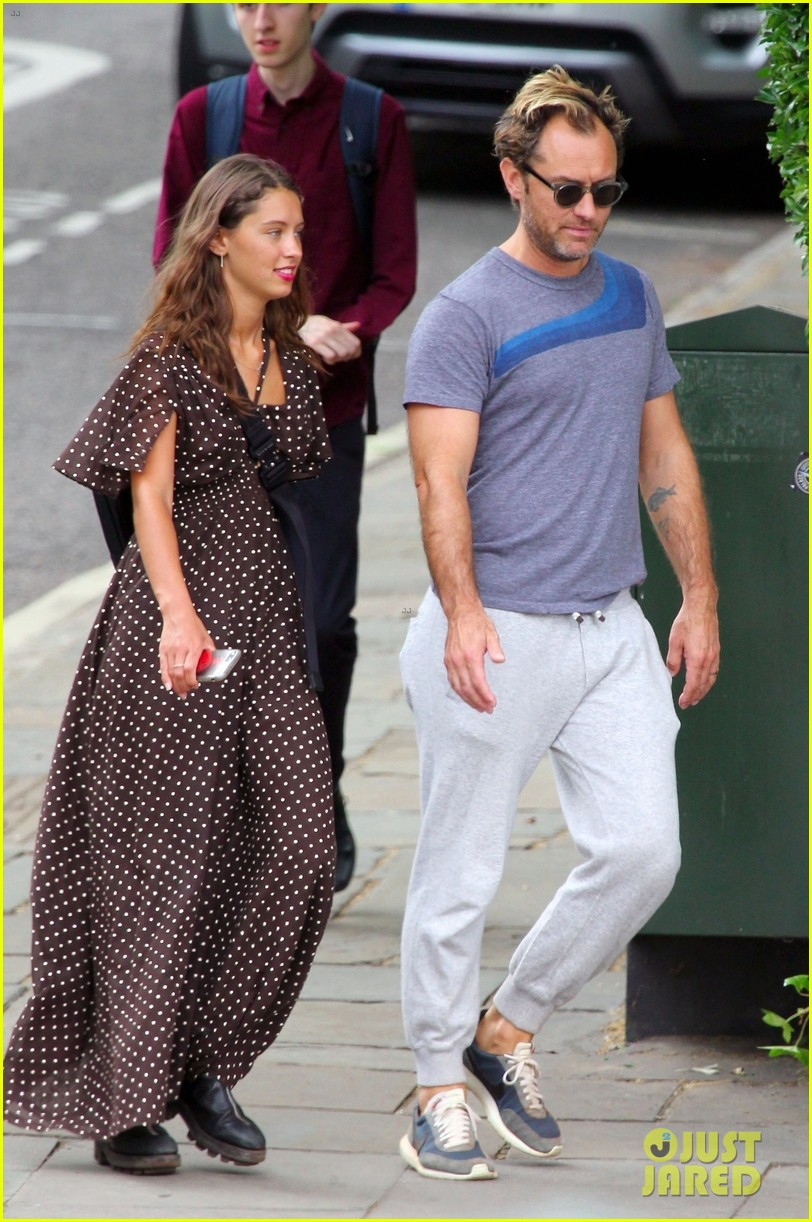 Jude Law Hangs Out with Daughter Iris in London: Photo ...