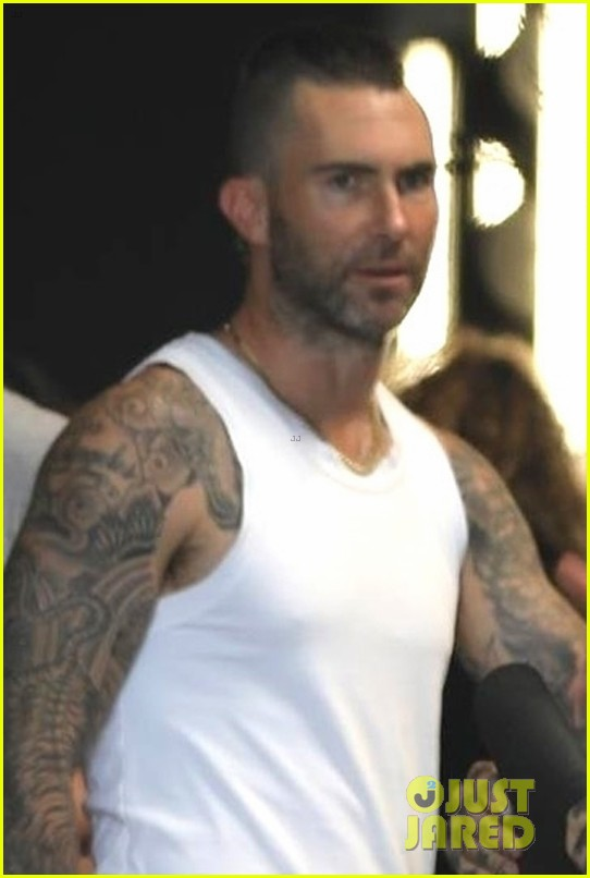 adam levine hits the gym with charlie puth in la 014327867