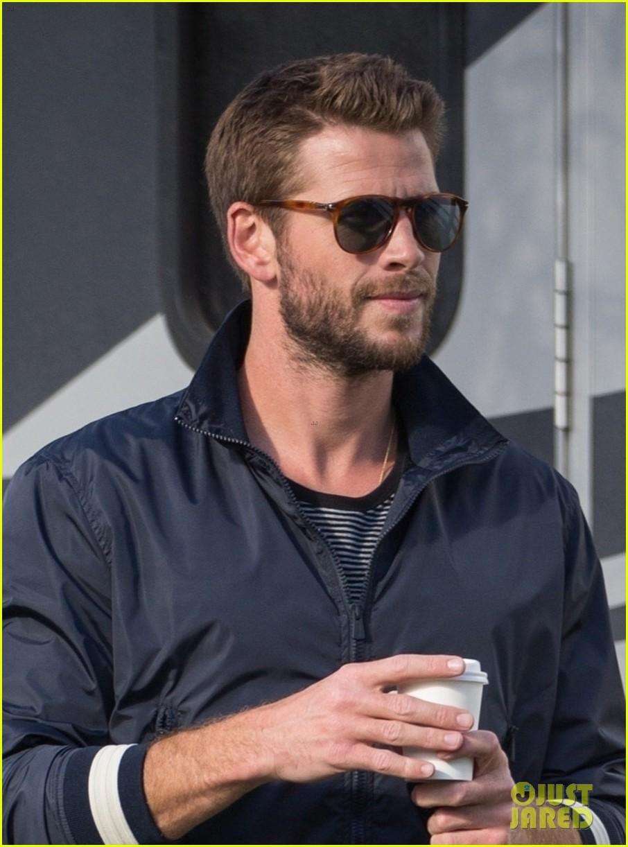 liam hemsworth films new commercial in australia 014325117