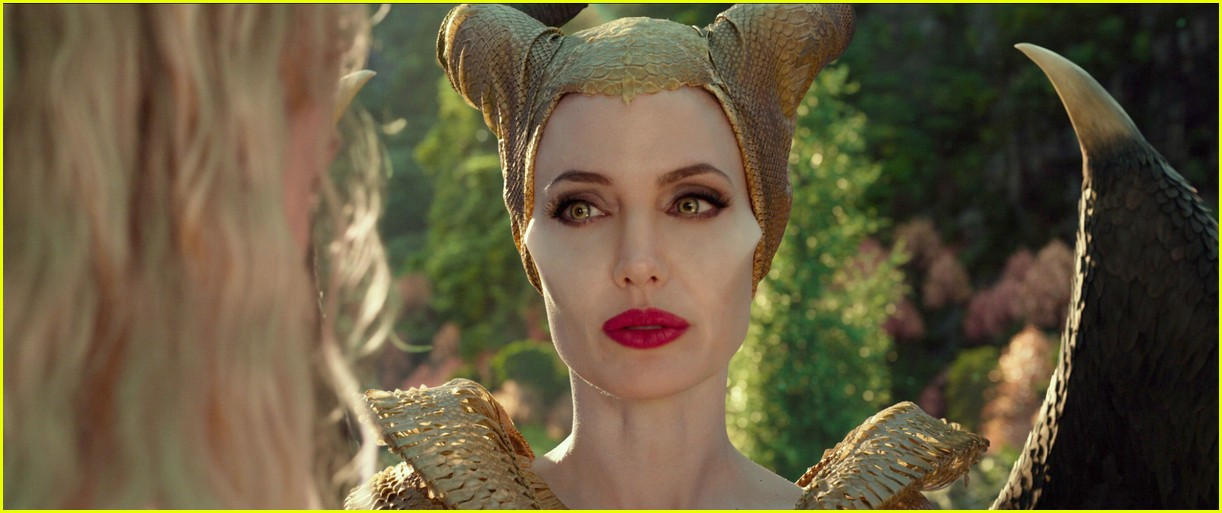 Angelina Jolie Amp Elle Fanning Star In Maleficent