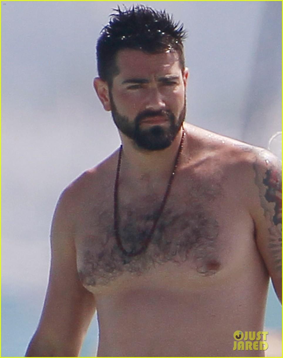 jesse metcalfe goes shirtless beach cara santana 024325154