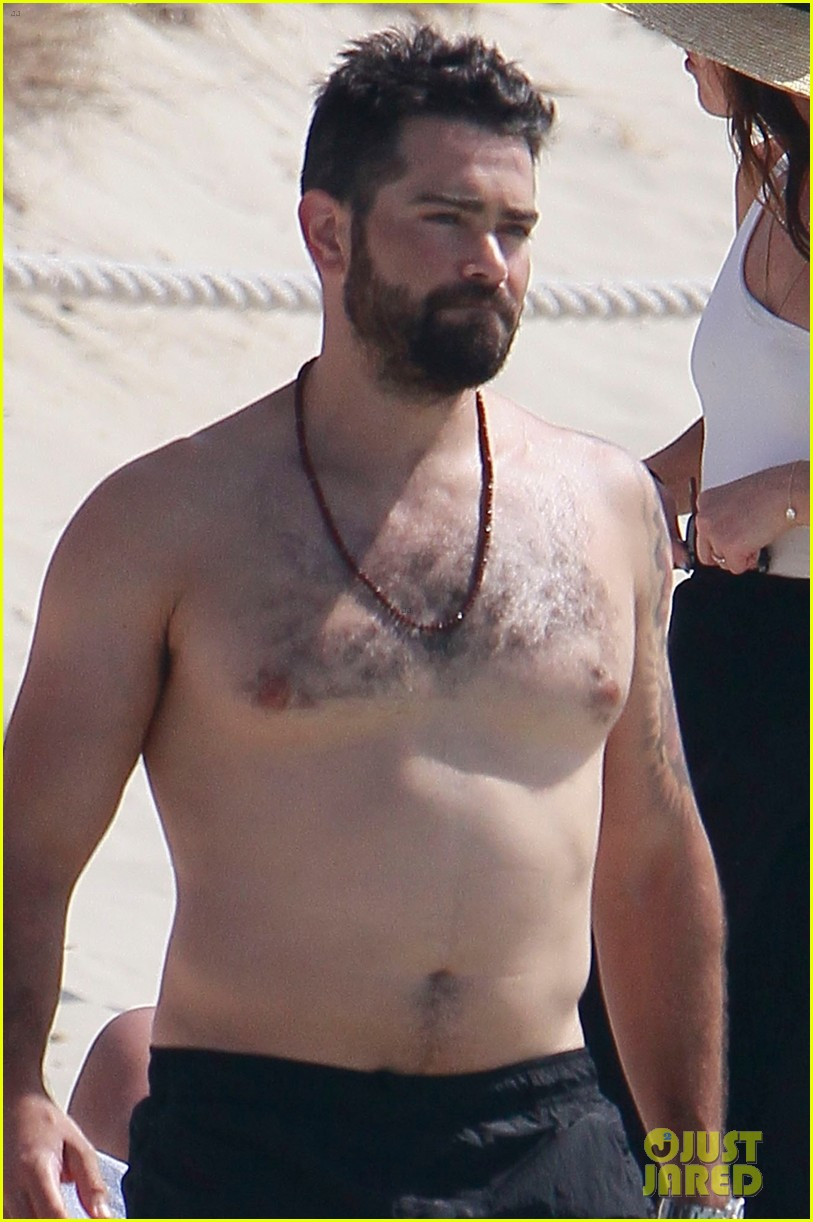 jesse metcalfe goes shirtless beach cara santana 044325156