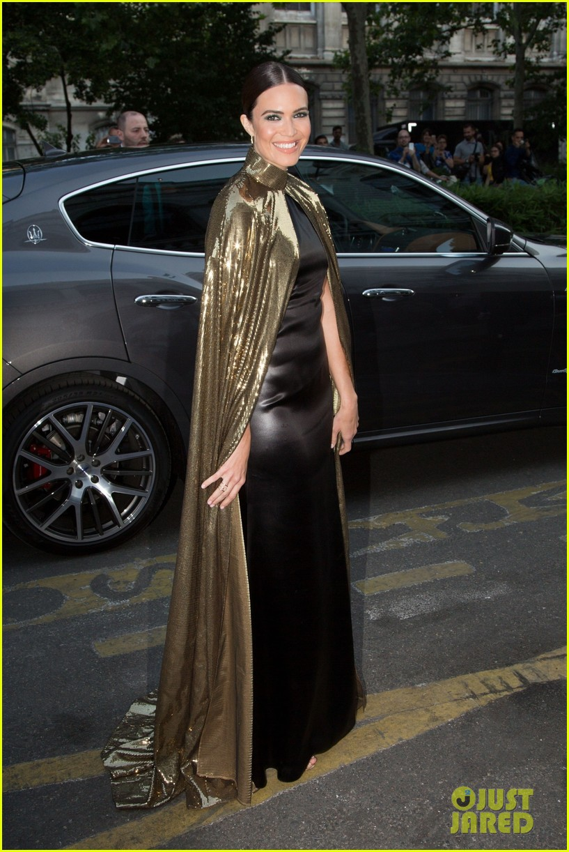 mandy moore rocks gold cape for vogue party in paris 10