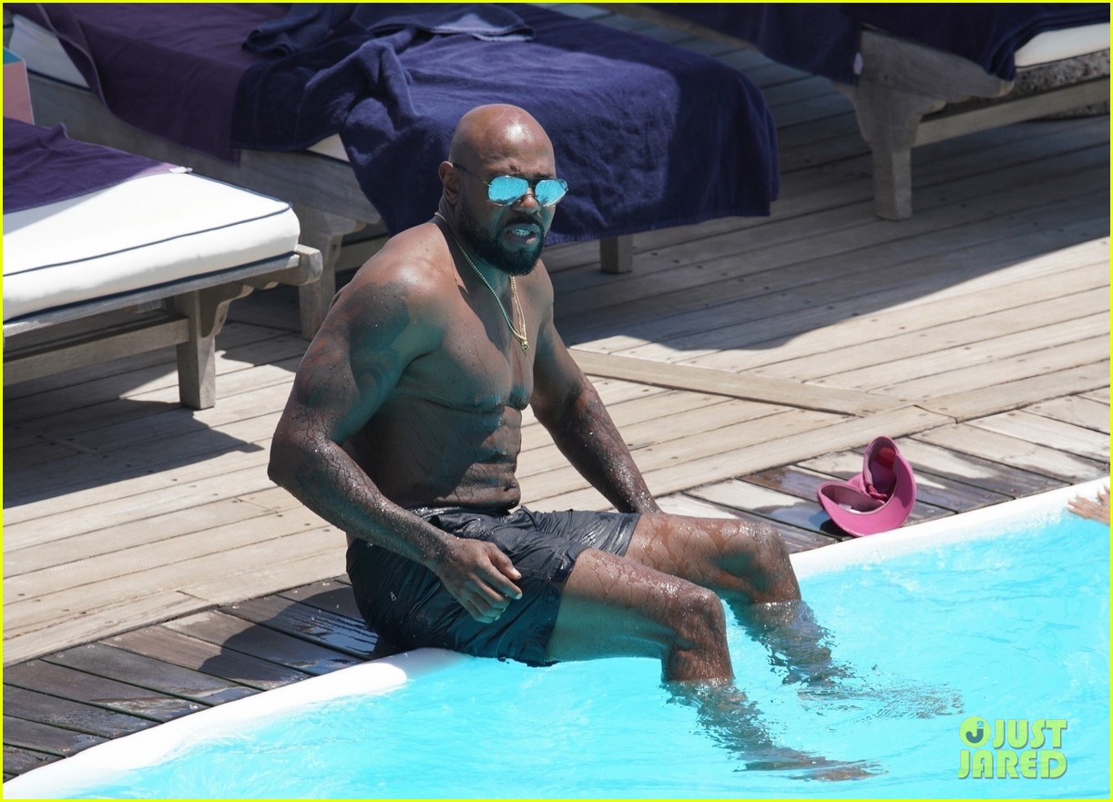 nicole murphy antoine fuqua kiss by the pool 134325450