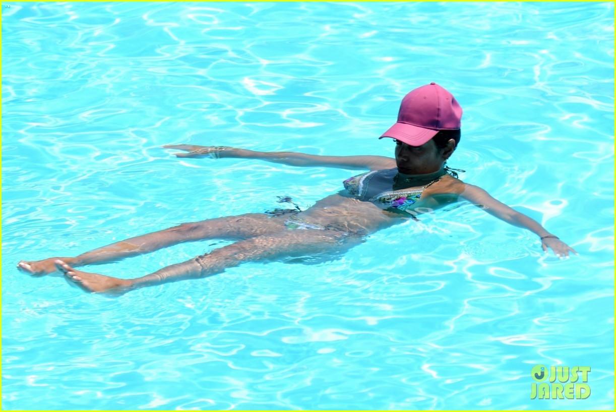 nicole murphy antoine fuqua kiss by the pool 274325464