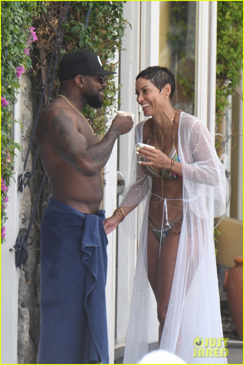 nicole murphy antoine fuqua kiss by the pool 454325482