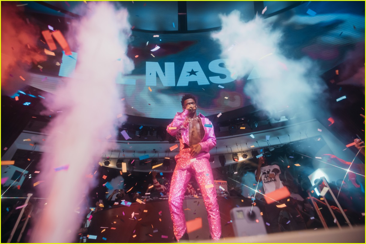 lil nas x performs in vegas plus billboard history 02