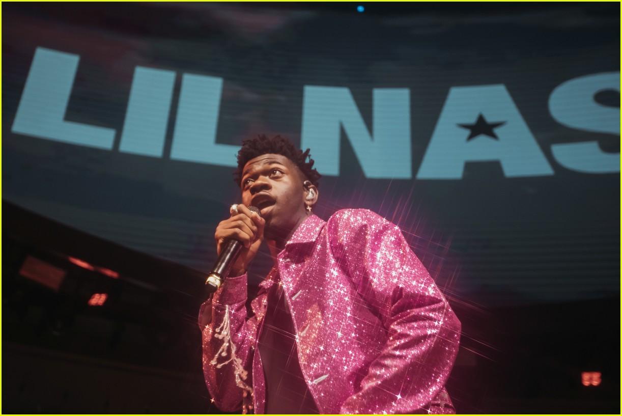 lil nas x performs in vegas plus billboard history 04