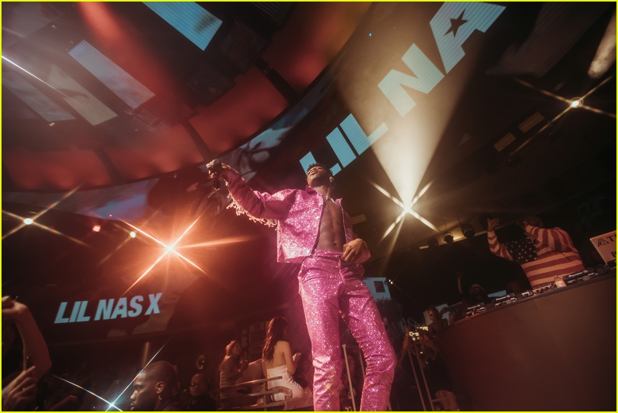 lil nas x performs in vegas plus billboard history 05