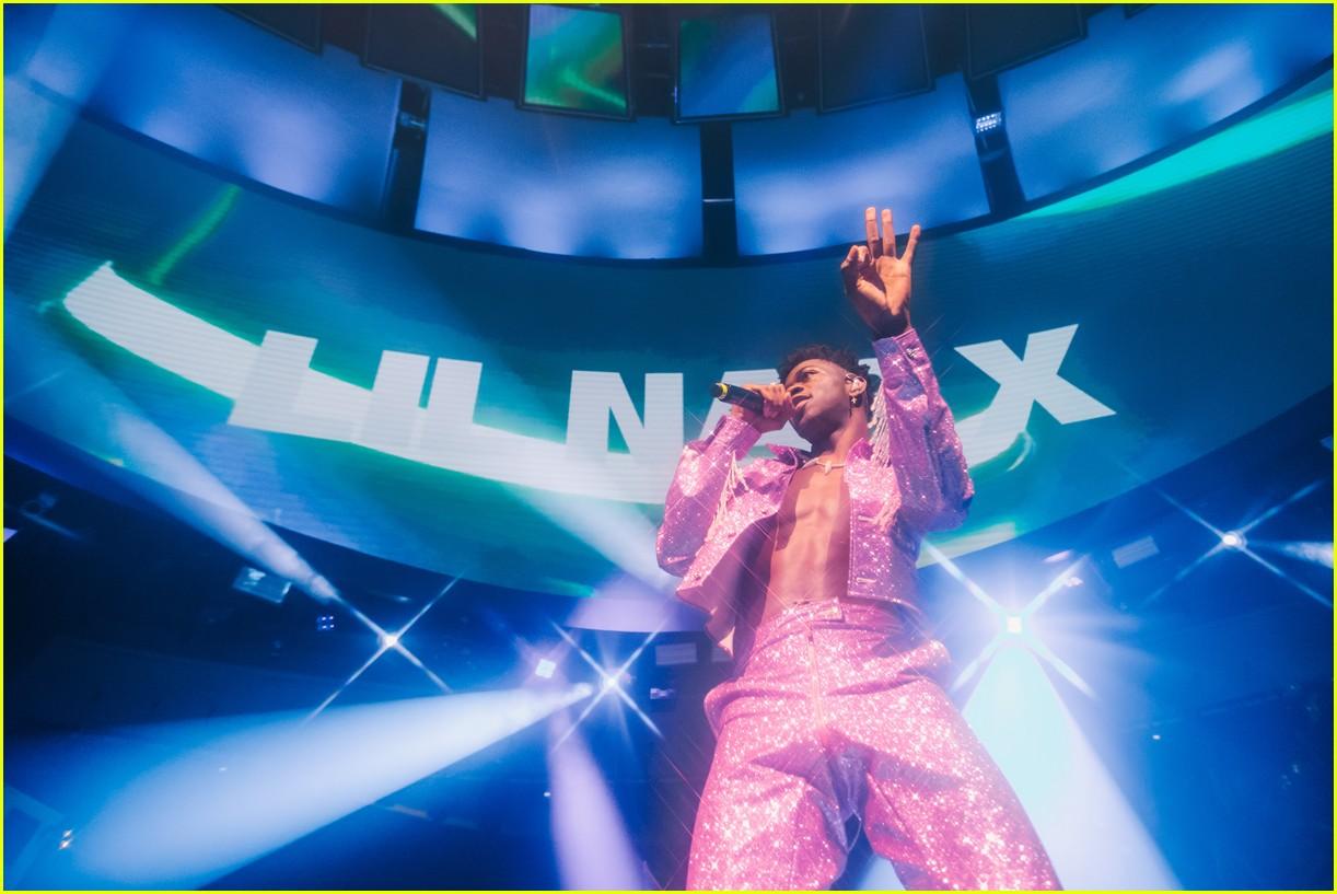 lil nas x performs in vegas plus billboard history 22