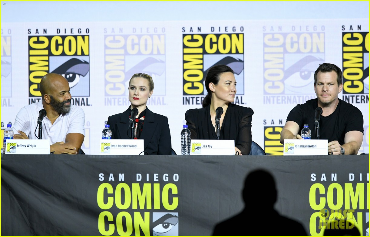 aaron paul thandie newton evan rachel wood westworld comic con 104324358
