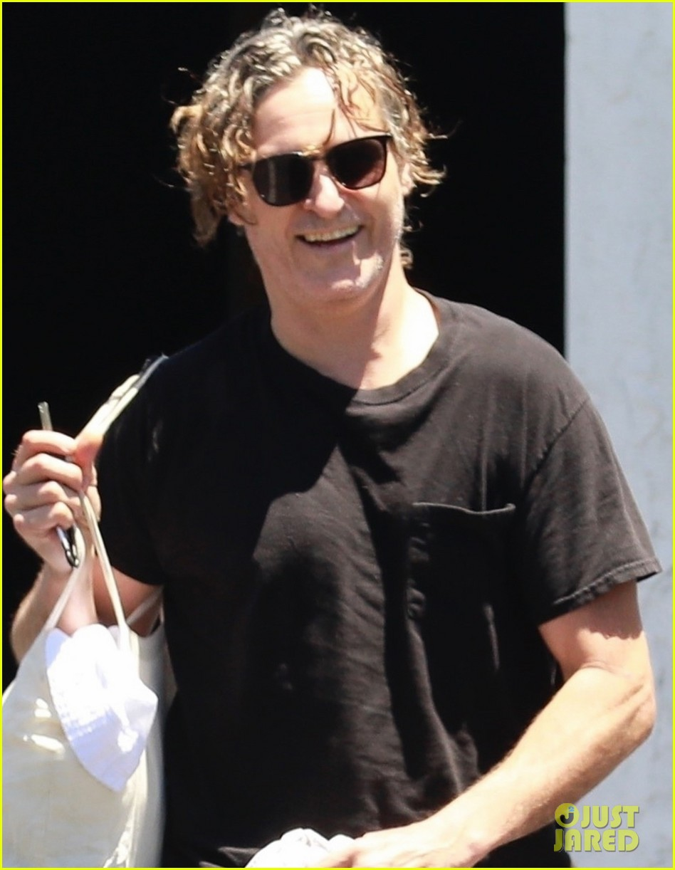 joaquin phoenix rooney mara step out after engagement rumors 024325144