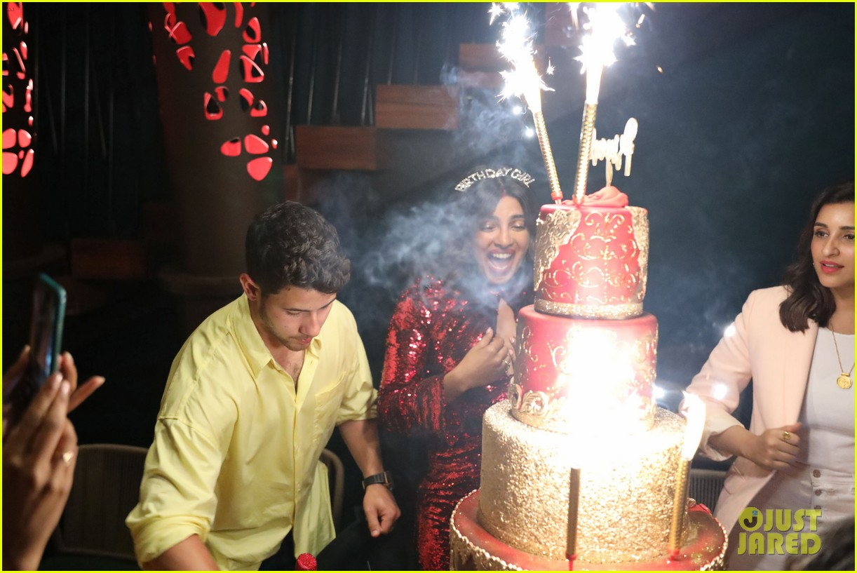 priyanka chopra wedding cake pics