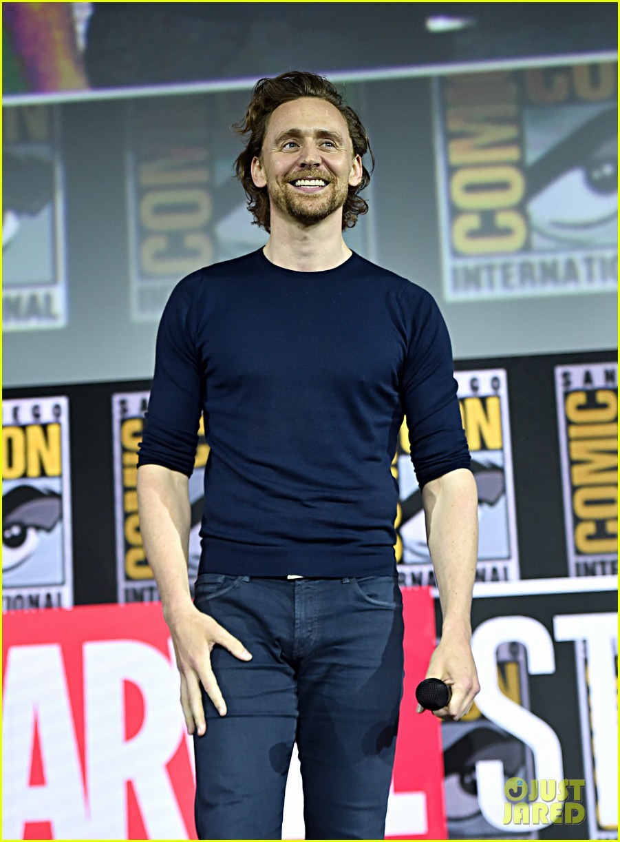 tom hiddleston jeremy renner marvel series at comic con 024324520
