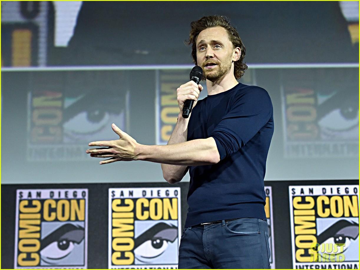 tom hiddleston jeremy renner marvel series at comic con 124324530
