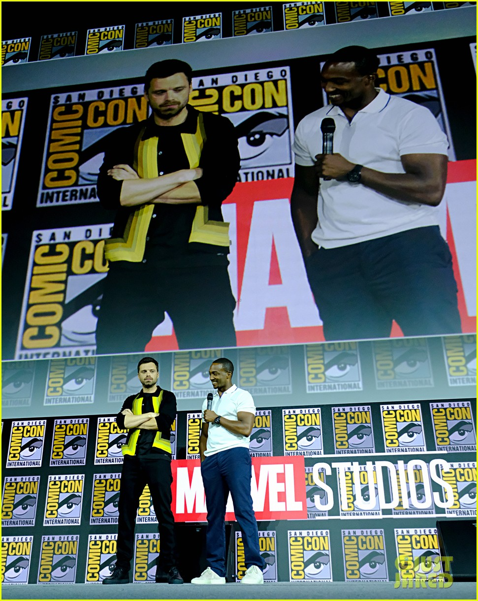 tom hiddleston jeremy renner marvel series at comic con 134324531