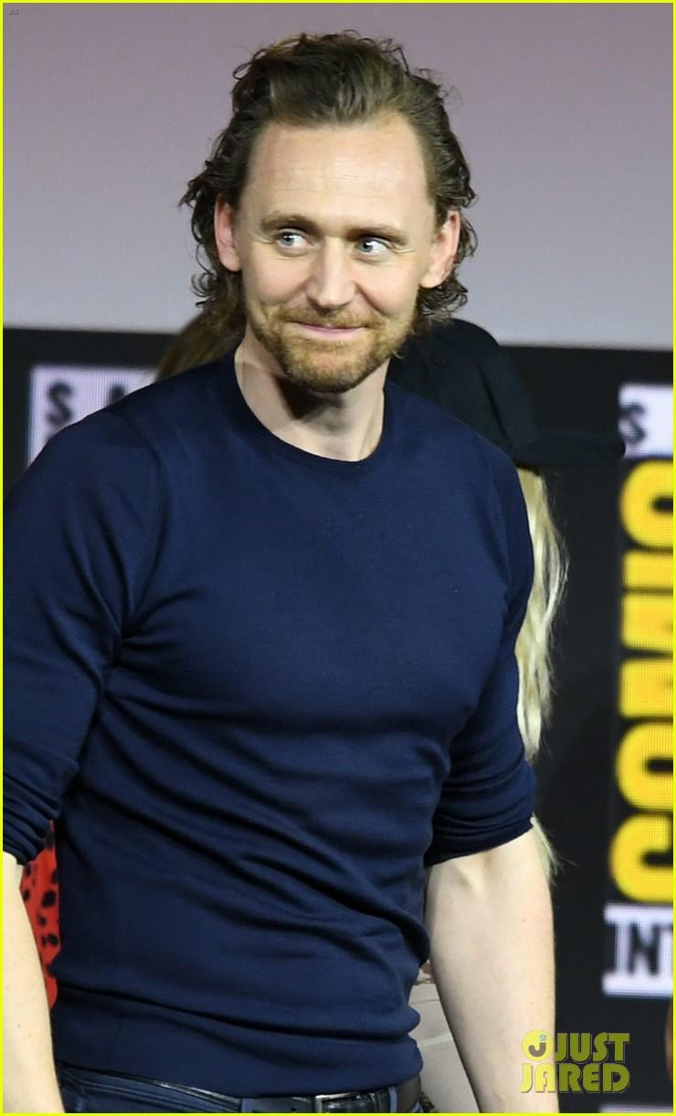 tom hiddleston jeremy renner marvel series at comic con 154324533