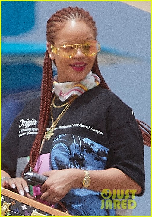 rihanna touches down in her native barbados 014318285