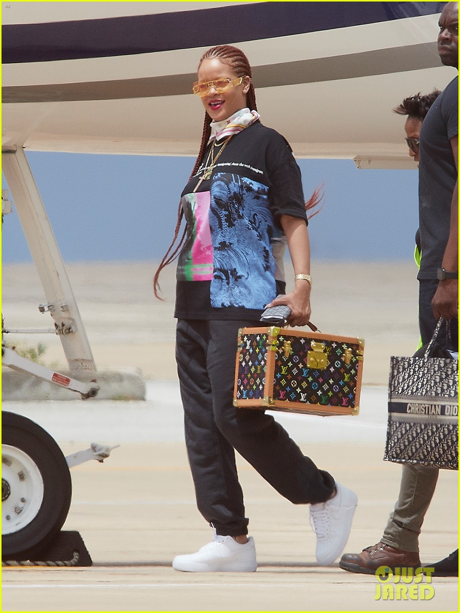 rihanna touches down in her native barbados 024318286