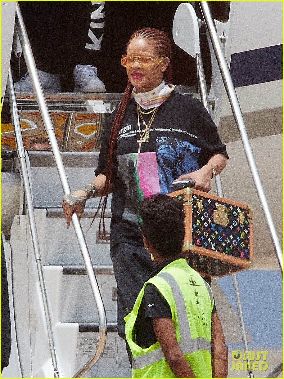 rihanna touches down in her native barbados 034318287