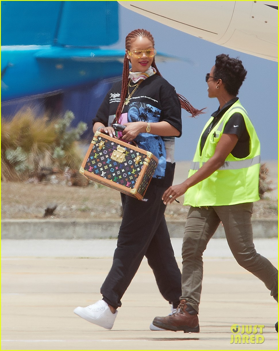 rihanna touches down in her native barbados 044318288