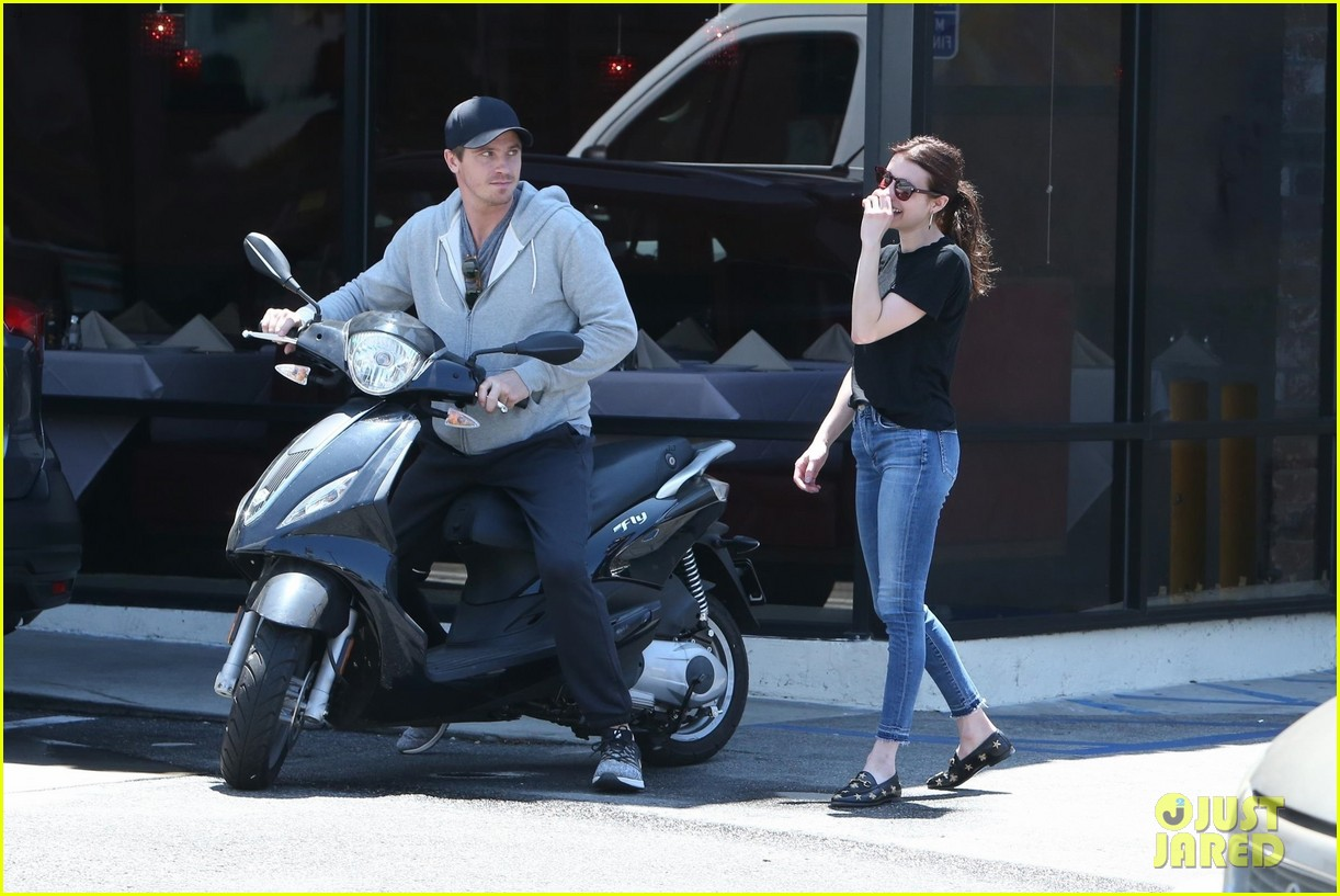 emma roberts shares a laugh with boyfriend garrett hedlund 054321880
