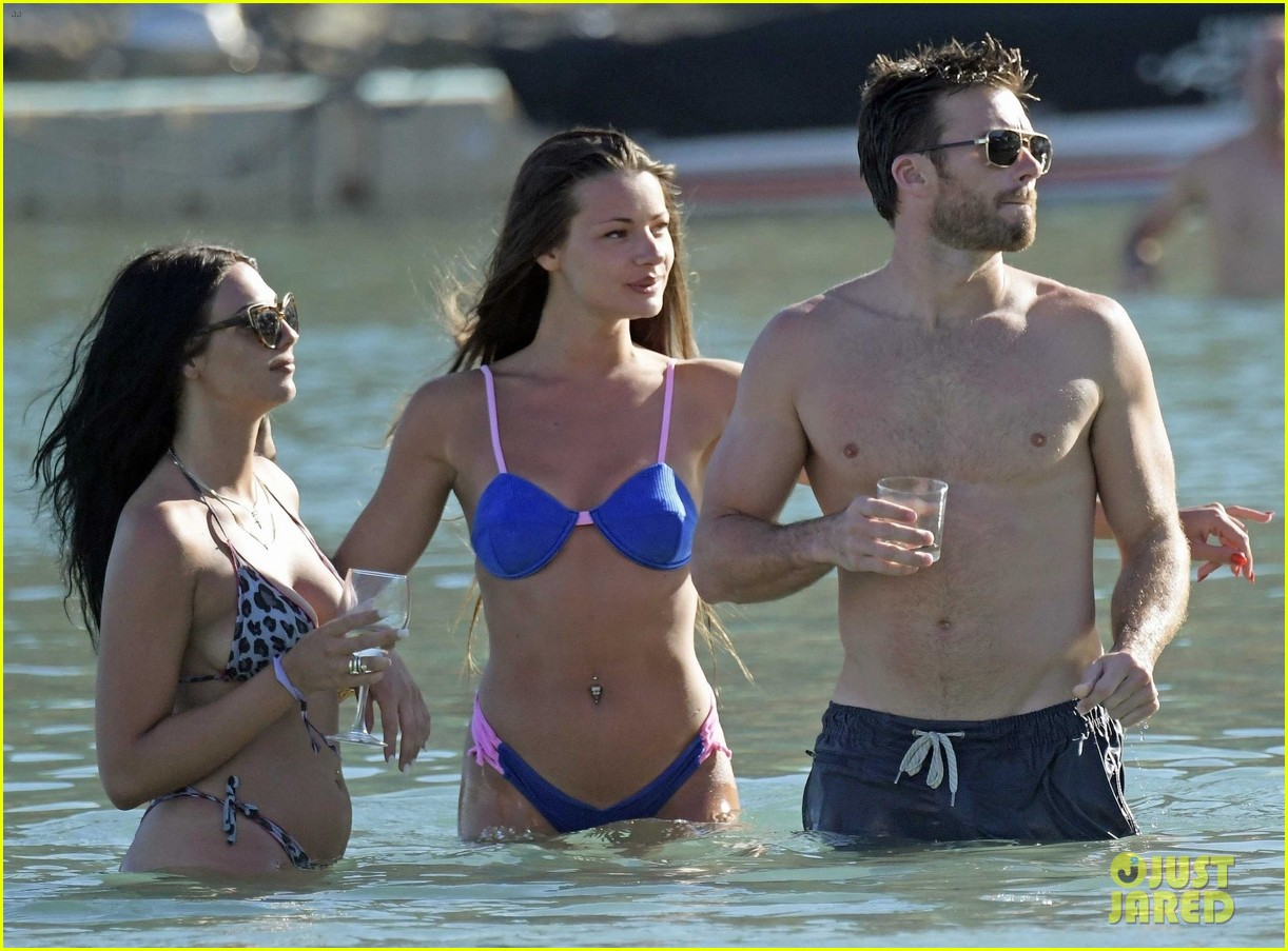 scott eastwood joined by mystery women in greece 274317960