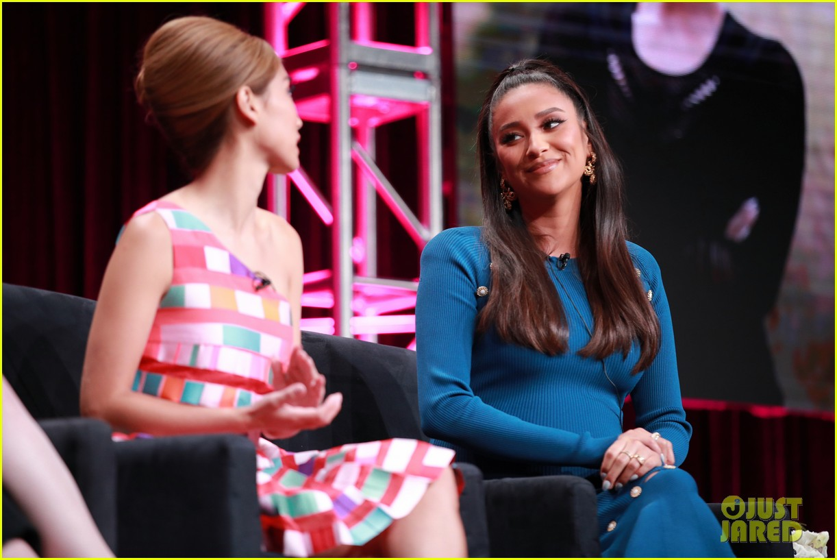 shay mitchell brenda song kat dennings dollface hulu upfronts 034327338