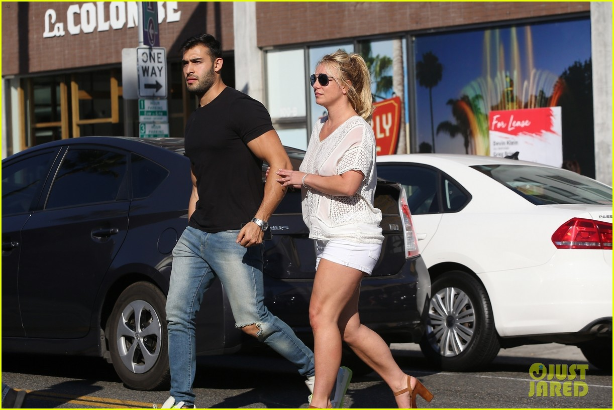 britney spears sam asghari hold hands in weho 05