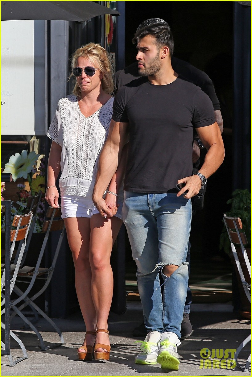 britney spears sam asghari hold hands in weho 07