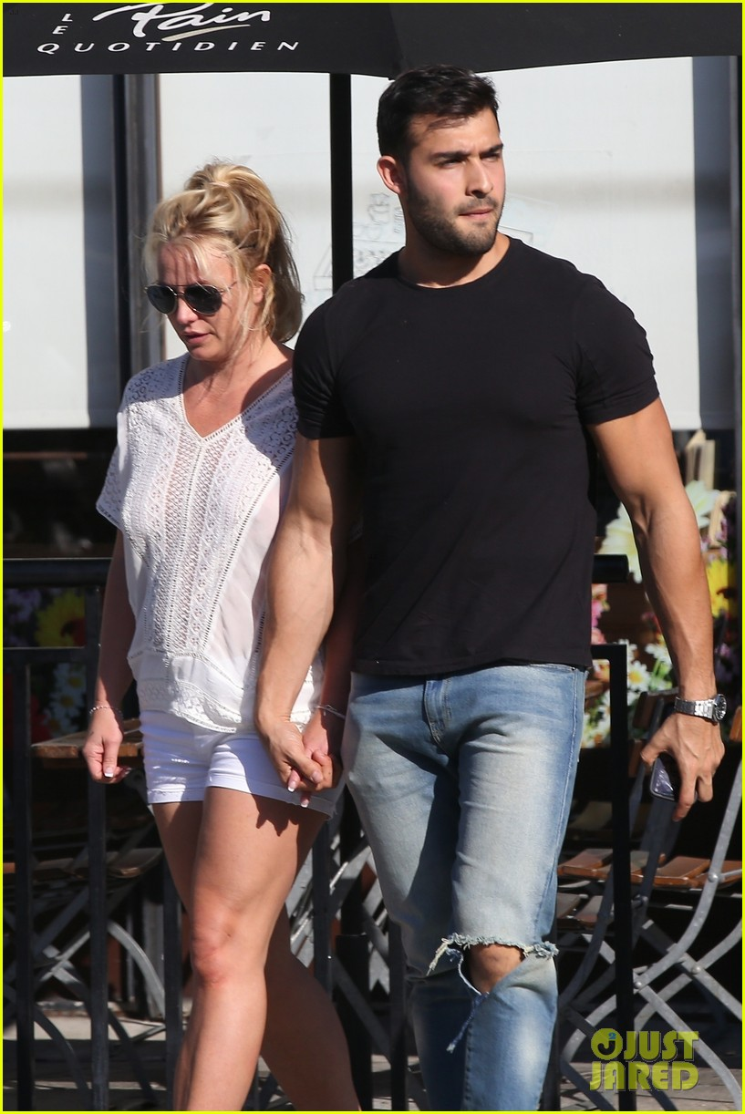 britney spears sam asghari hold hands in weho 10