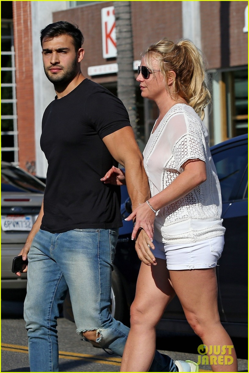 britney spears sam asghari hold hands in weho 11