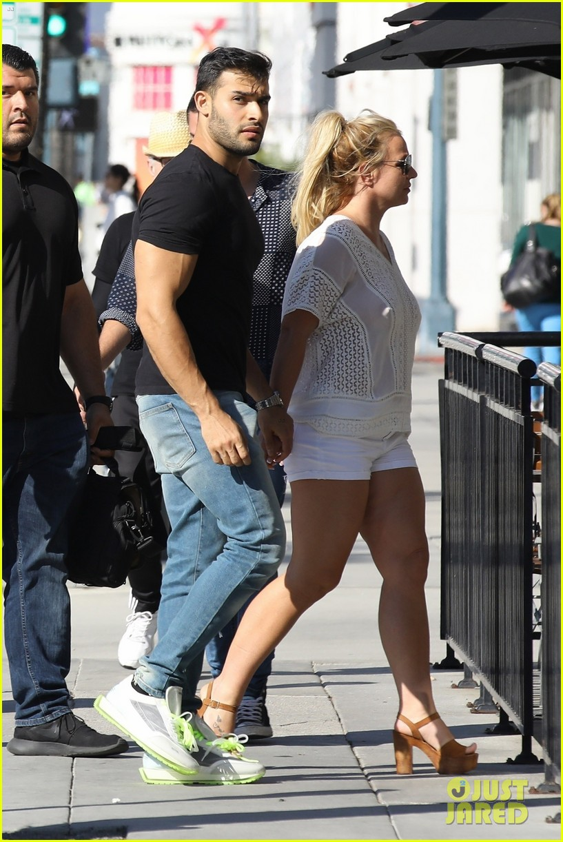 britney spears sam asghari hold hands in weho 13