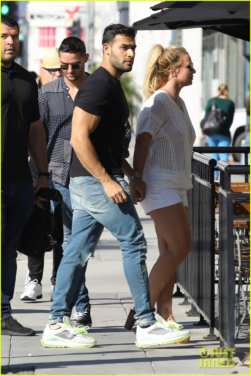 britney spears sam asghari hold hands in weho 14