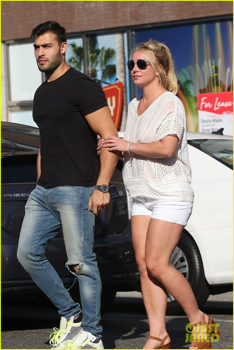 britney spears sam asghari hold hands in weho 15