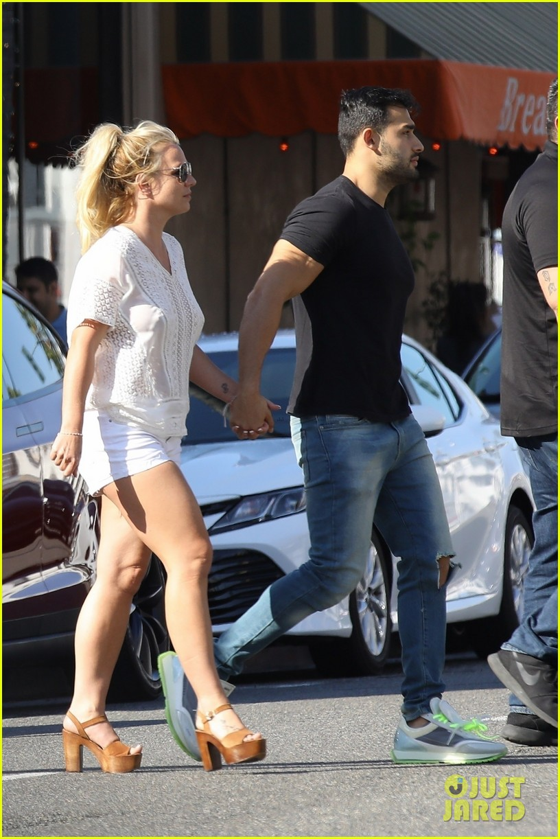 britney spears sam asghari hold hands in weho 16