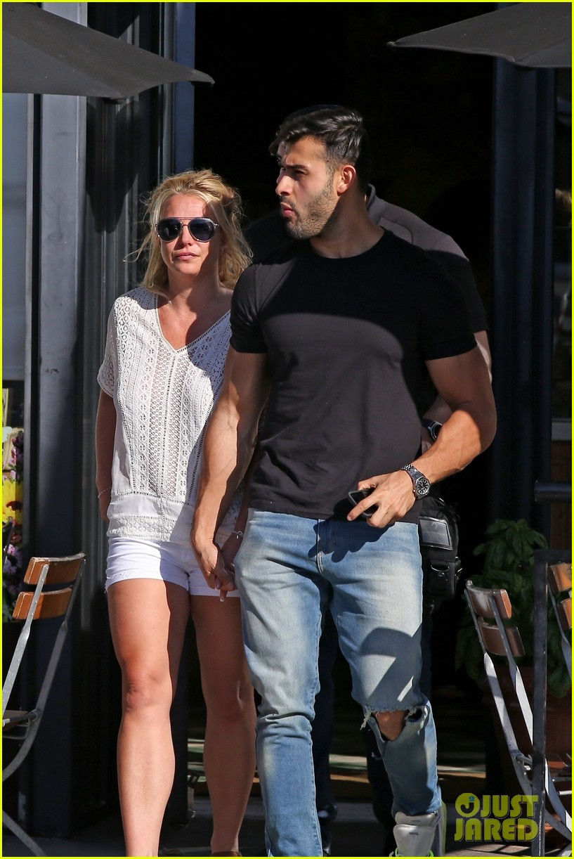 britney spears sam asghari hold hands in weho 18