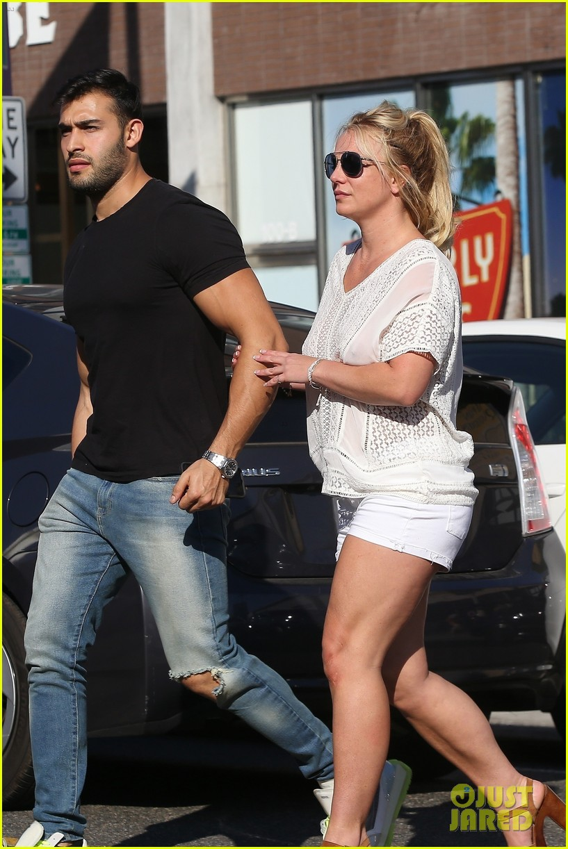 britney spears sam asghari hold hands in weho 20