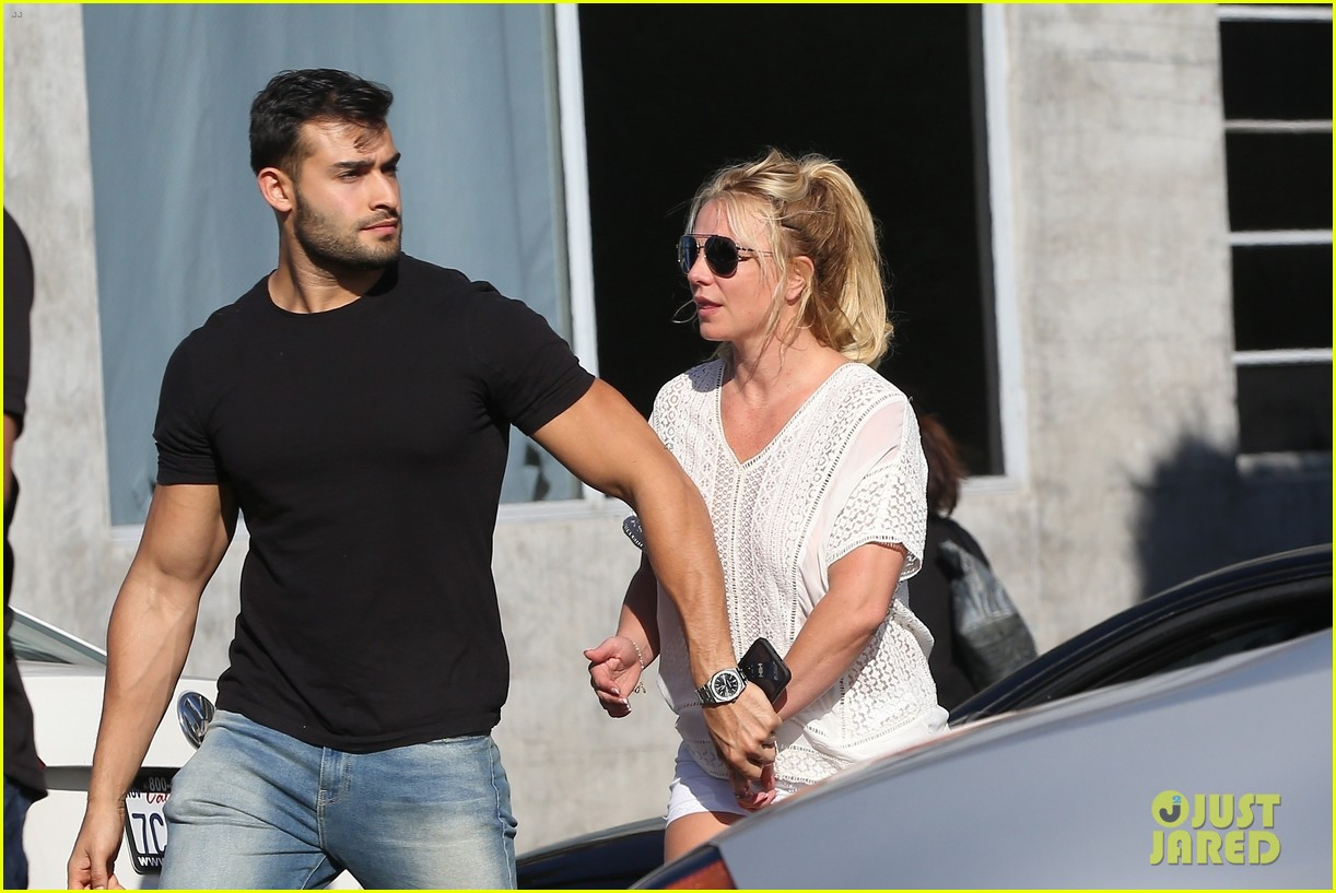 britney spears sam asghari hold hands in weho 21