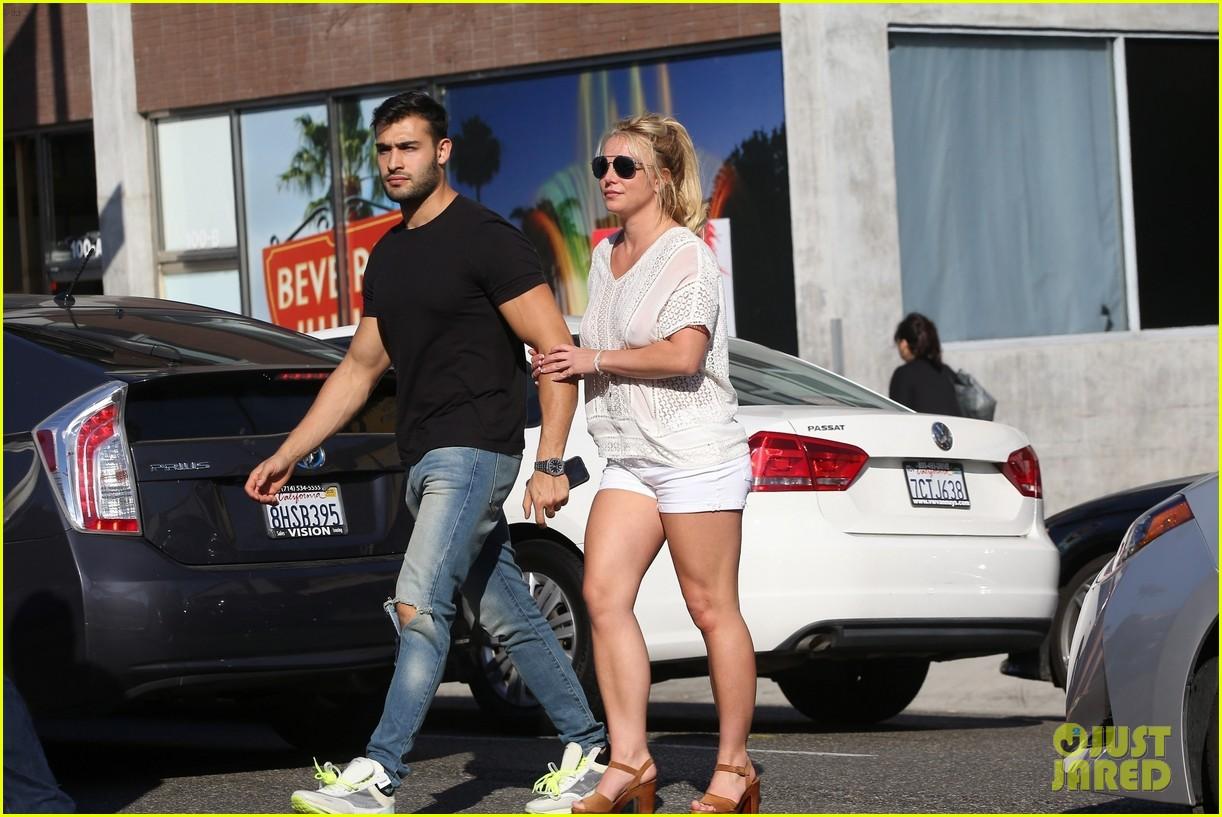 britney spears sam asghari hold hands in weho 22