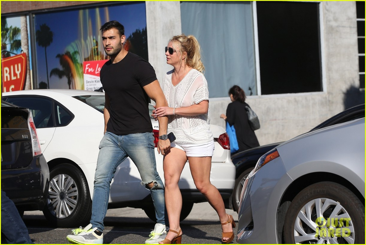 britney spears sam asghari hold hands in weho 23